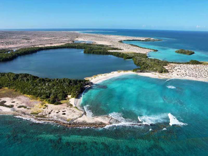 http://www.viajesestudiantiles.com/site/images/servicios/photobox-tortuga/Isla-La-Tortuga--14-.jpg