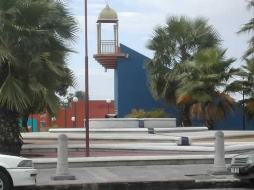 http://www.viajesestudiantiles.com/site/images/servicios/photobox-trinidad/St_ James_Plaza_JPG.jpg