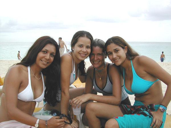 http://www.viajesestudiantiles.com/site/images/servicios/photobox-universitario-puntacana/UPC02H03.jpg